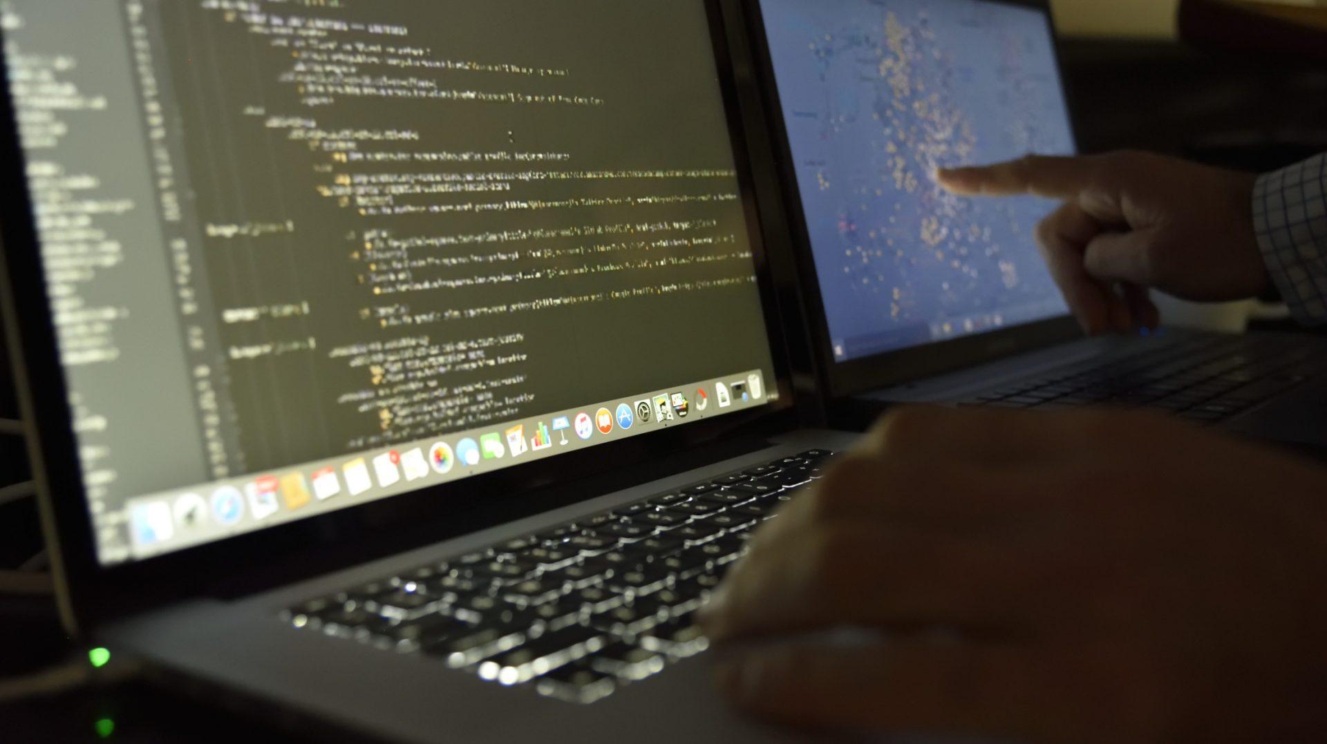 ¿POR QUÉ ES IMPORTANTE REALIZAR <br>UN PENTESTING A TU PÁGINA WEB?</br>